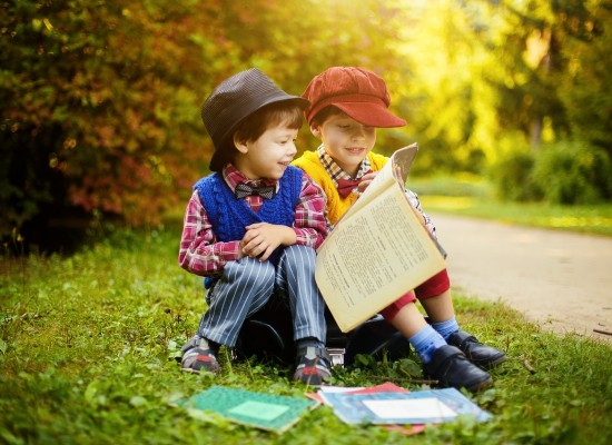 Top 10: Cele mai interesante carti pe care orice copil trebuie sa le citeasca pana la 10 ani