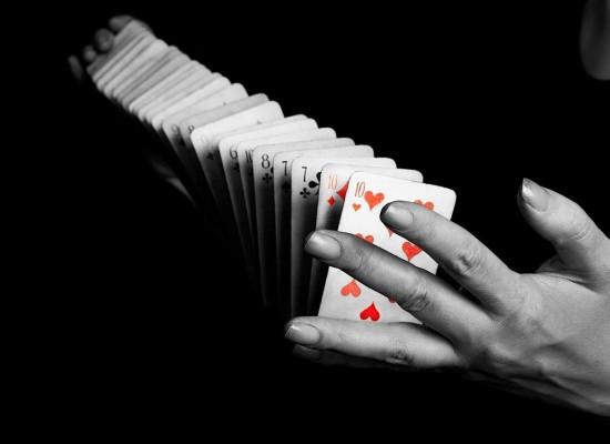 Cele mai interesante 4 trucuri cu carti explicate de magicieni